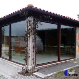 Ventanal exteriores en casa rústica, Orense