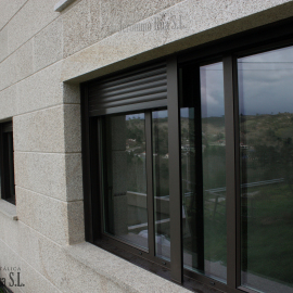 Detalle de ventana en casa unifamiliar, Orense